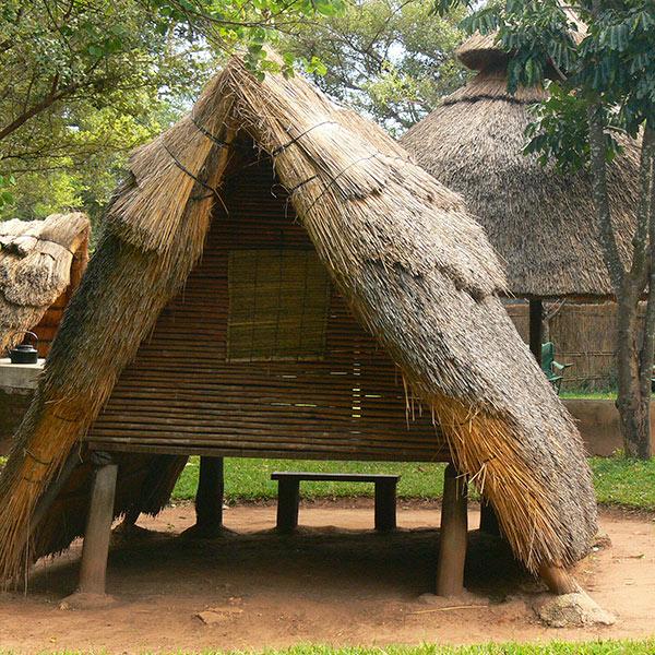 Small World Lodge Mavuradona Bashas